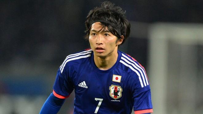 Nhan sắc nóng bỏng của mỹ nhân phim 18+ là bạn gái cầu thủ xấu trai nhất tuyển Nhật - Ảnh 1.