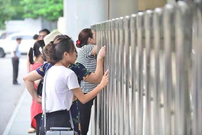 Thí sinh của gần 40.000 phòng thi bước vào làm bài môn Ngữ văn THPT Quốc gia 2018 - Ảnh 13.