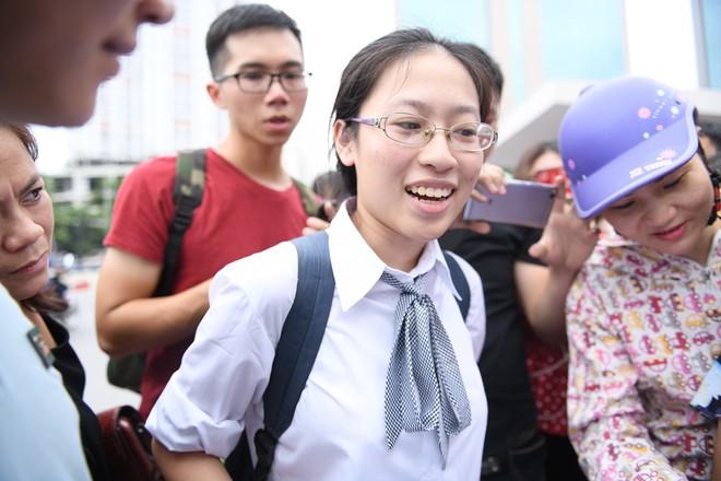 Thí sinh phấn khởi nói đề thi Ngữ văn THPT Quốc gia 2018 không quá khó - Ảnh 5.