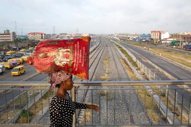 Trung Quốc thọc sâu bàn tay vô hình vào nền kinh tế lớn nhất châu Phi - Ảnh 1.
