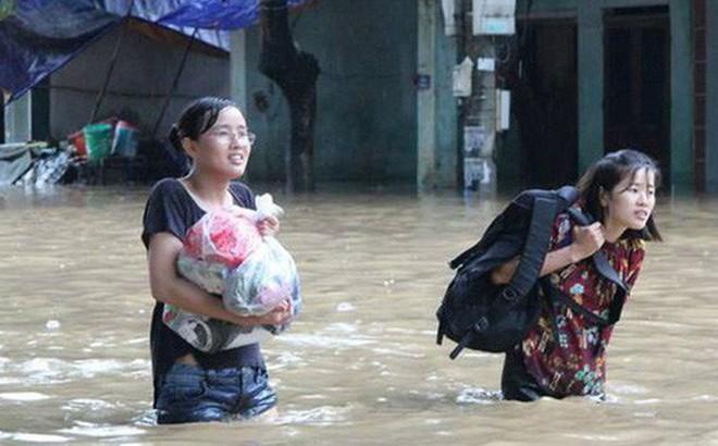 Chùm ảnh: Các sĩ tử vùng cao vượt mưa lũ đi thi THPT Quốc Gia 2018 2
