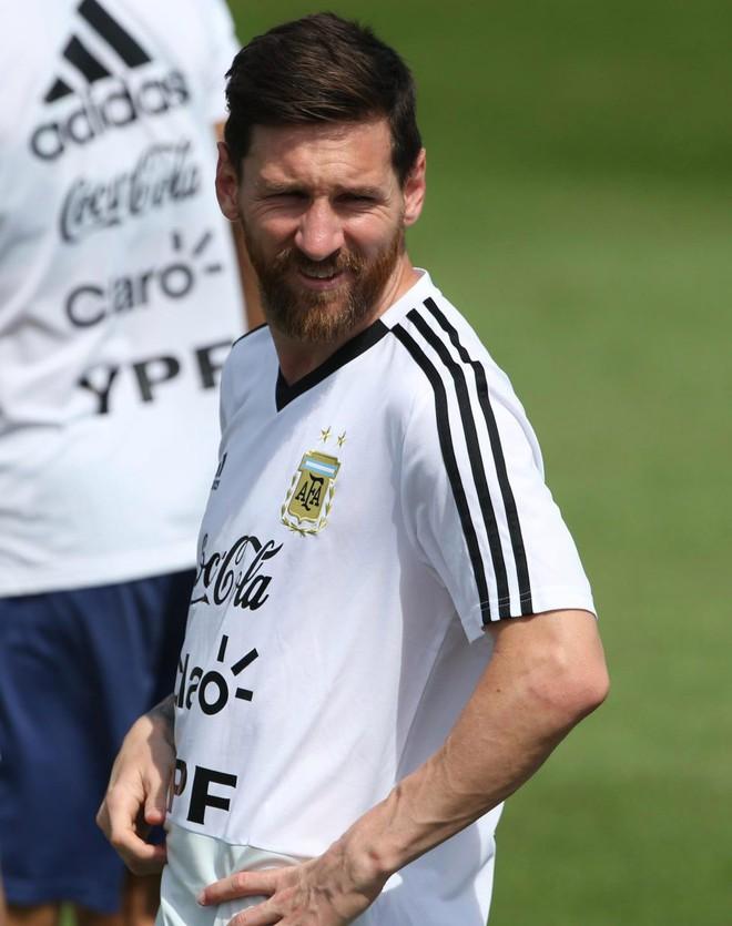 """Nhân vật đặc biệt sẽ giúp Messi """"rũ bùn đứng dậy"""", nâng bước Argentina vào vòng 1/8? 4"""