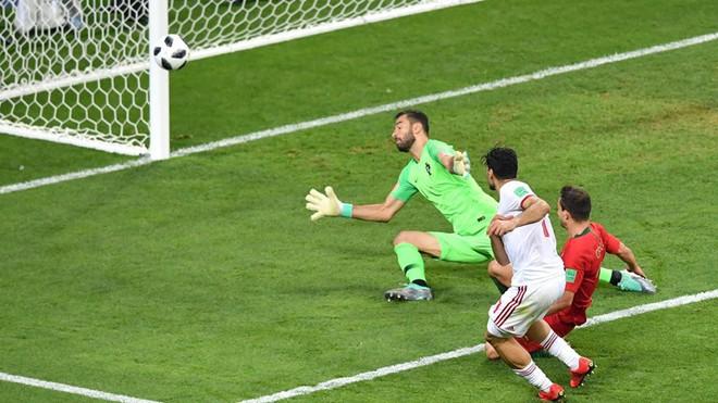 Ronaldo đá hỏng penalty, Bồ Đào Nha tim đập chân run bước vào vòng 1/8 - Ảnh 3.