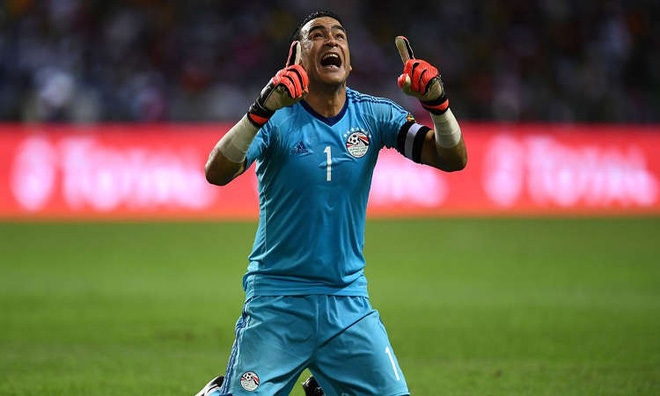 """Trong ngày Ronaldo lặng câm, một """"ông già"""" 45 tuổi lại làm được điều khó tin ở World Cup - Ảnh 3."""