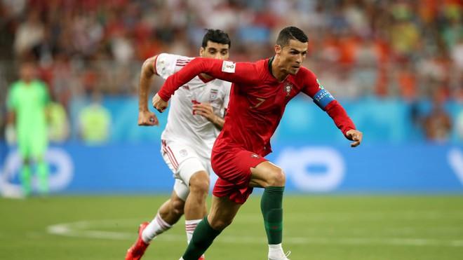 Cận cảnh 90 phút kinh hoàng của Ronaldo: Bế tắc, sút hỏng penalty và suýt nhận thẻ đỏ - Ảnh 4.