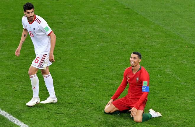 Cận cảnh 90 phút kinh hoàng của Ronaldo: Bế tắc, sút hỏng penalty và suýt nhận thẻ đỏ - Ảnh 6.