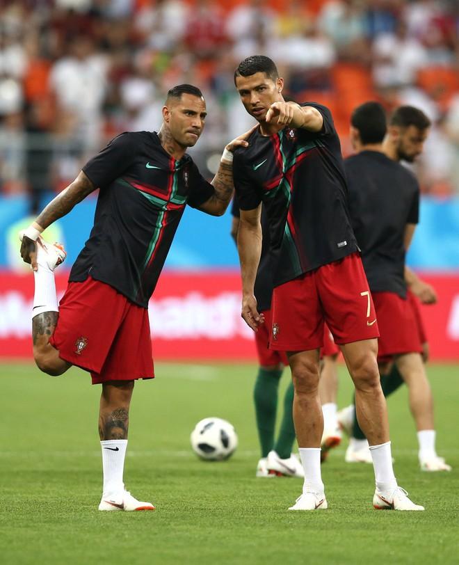 Cận cảnh 90 phút kinh hoàng của Ronaldo: Bế tắc, sút hỏng penalty và suýt nhận thẻ đỏ - Ảnh 2.