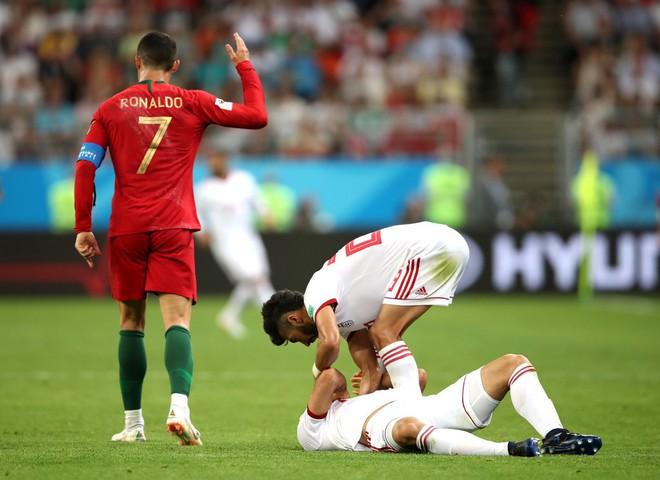 Cận cảnh 90 phút kinh hoàng của Ronaldo: Bế tắc, sút hỏng penalty và suýt nhận thẻ đỏ - Ảnh 9.
