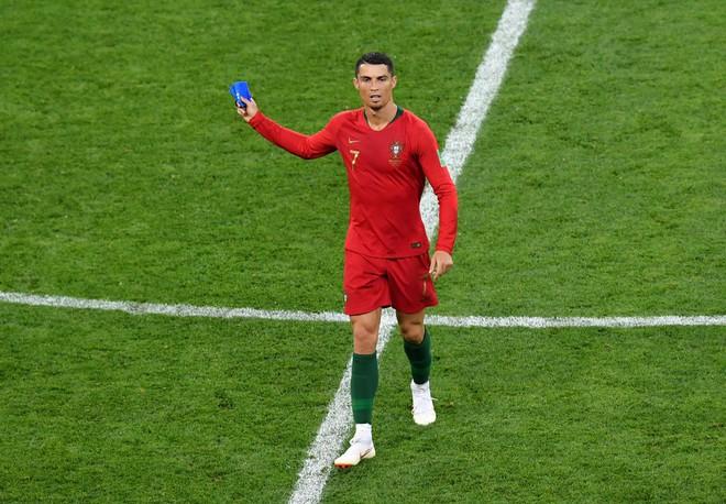 Cận cảnh 90 phút kinh hoàng của Ronaldo: Bế tắc, sút hỏng penalty và suýt nhận thẻ đỏ - Ảnh 14.