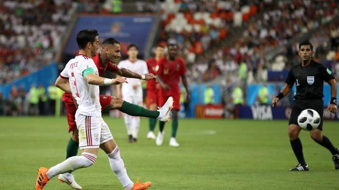 Cận cảnh 90 phút kinh hoàng của Ronaldo: Bế tắc, sút hỏng penalty và suýt nhận thẻ đỏ - Ảnh 5.