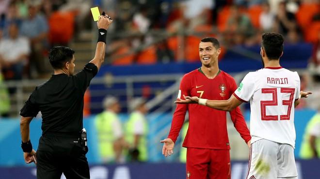 Cận cảnh 90 phút kinh hoàng của Ronaldo: Bế tắc, sút hỏng penalty và suýt nhận thẻ đỏ - Ảnh 10.