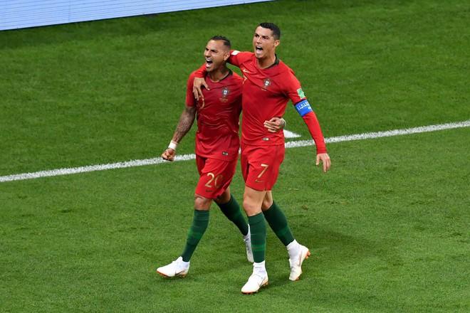 Với đại ca của Ronaldo, cú sút ghi bàn ấy có gì là đáng kể! - Ảnh 2.