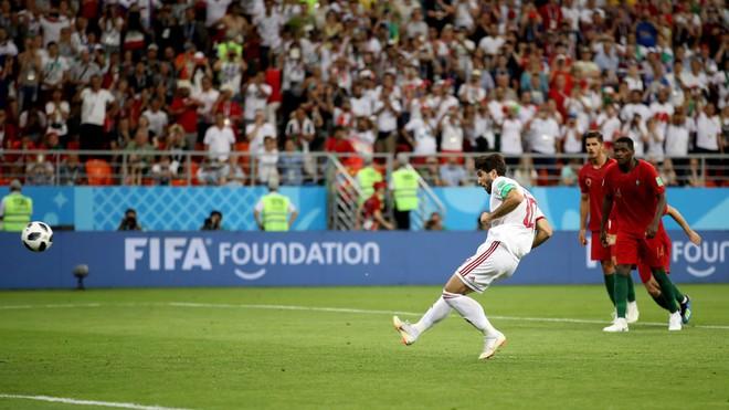 Cận cảnh 90 phút kinh hoàng của Ronaldo: Bế tắc, sút hỏng penalty và suýt nhận thẻ đỏ - Ảnh 11.
