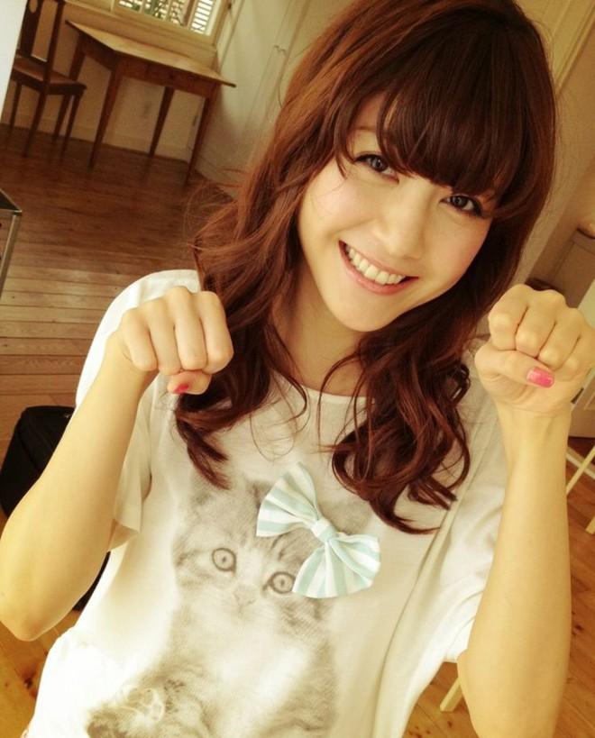 Vợ nổi tiếng, xinh như thiên thần của đội trưởng tuyển Nhật Bản - Ảnh 5.