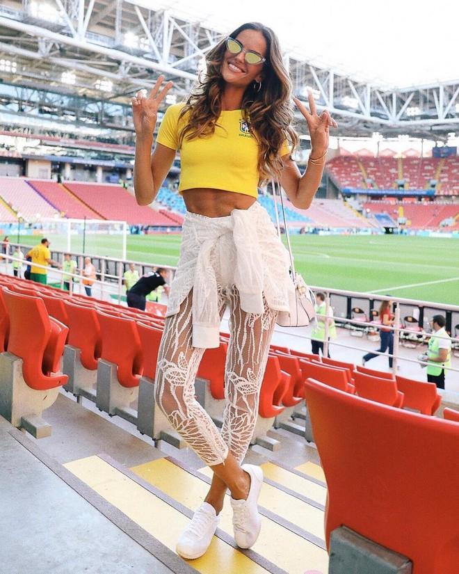 Siêu mẫu nội y Victorias Secret có hành động bất ngờ trong ngày Đức thất bại đau đớn - Ảnh 5.