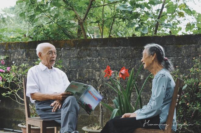 Bộ ảnh ông chải tóc, đọc thơ cho bà được chia sẻ nhiều nhất trong vòng 24 giờ và những tiết lộ phía sau  - Ảnh 14.