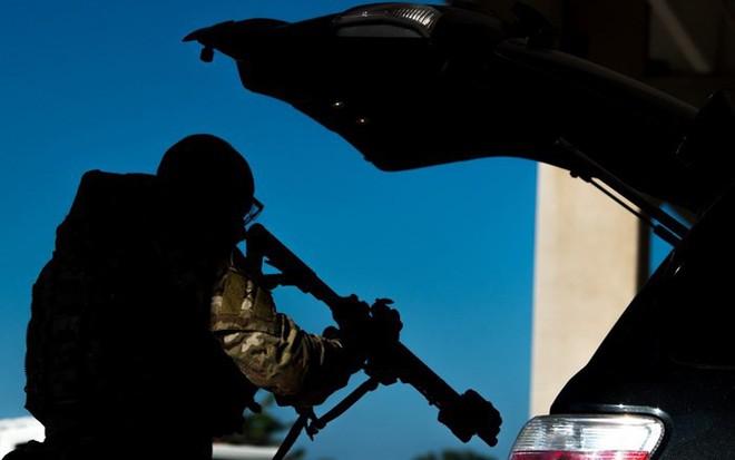 Thủ phạm vụ tấn công tòa soạn ở Maryland, Mỹ từng kiện loạt bài trên báo 7 năm trước - Ảnh 3.