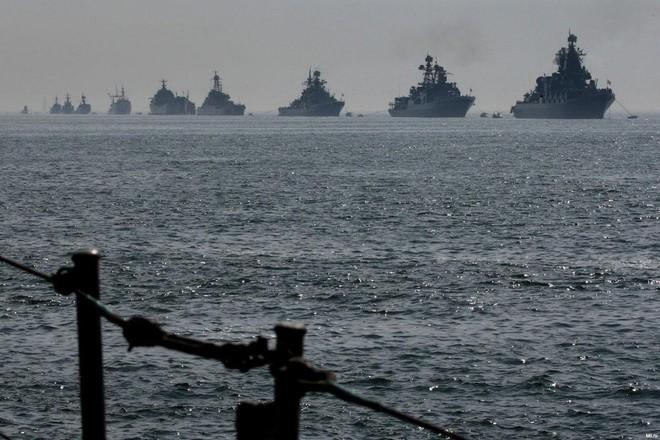 Dao găm Nga thọc sườn, Mỹ - phương Tây hoảng hốt: Cơ động chiến lược táo bạo, ngoạn mục - Ảnh 1.