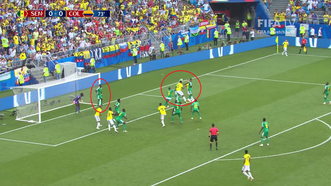 World Cup 2018: Cầu thủ gây bão với dáng đứng 'không màng thế sự', mặc kệ đội bạn ghi bàn 2