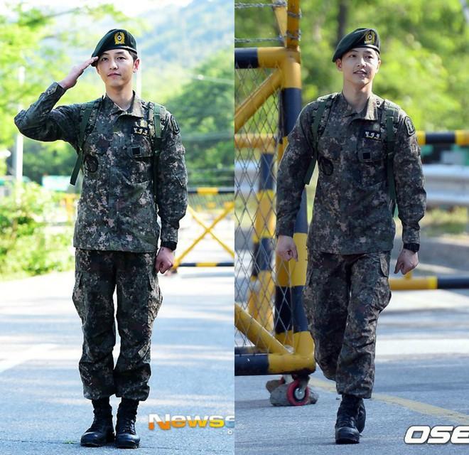 Dàn mỹ nam xứ Hàn khi vào quân ngũ: Người đẹp xuất sắc như đóng phim, kẻ xập xệ đến mức khó nhận ra - ảnh 12