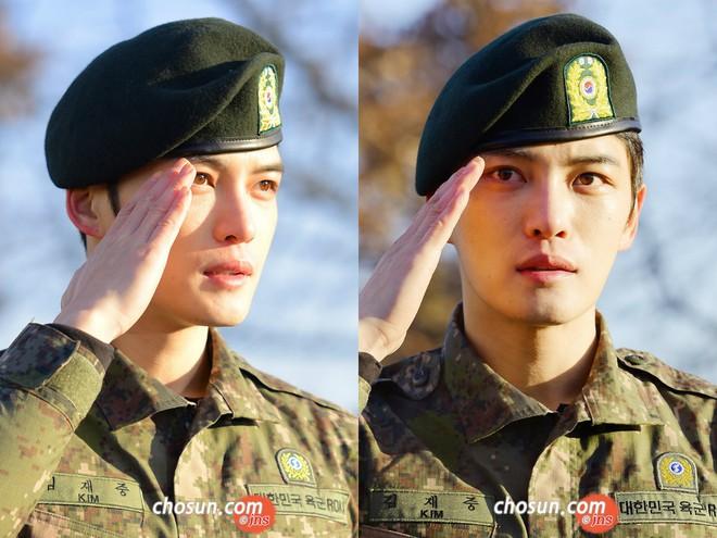 Dàn mỹ nam xứ Hàn khi vào quân ngũ: Người đẹp xuất sắc như đóng phim, kẻ xập xệ đến mức khó nhận ra - ảnh 14