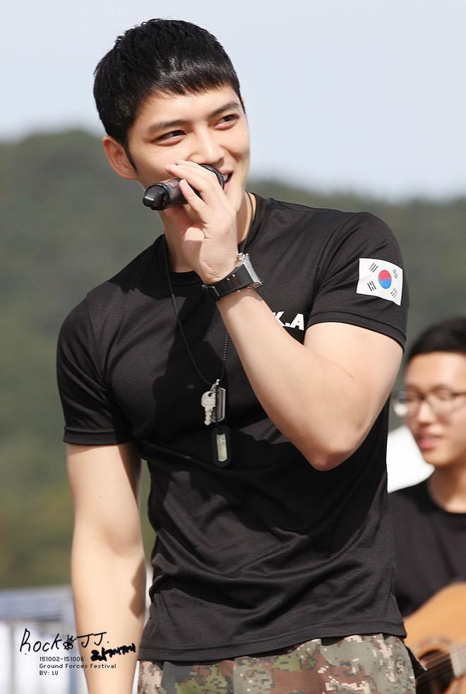 Dàn mỹ nam xứ Hàn khi vào quân ngũ: Người đẹp xuất sắc như đóng phim, kẻ xập xệ đến mức khó nhận ra - ảnh 17