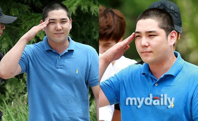 Dàn mỹ nam xứ Hàn khi vào quân ngũ: Người đẹp xuất sắc như đóng phim, kẻ xập xệ đến mức khó nhận ra - ảnh 26