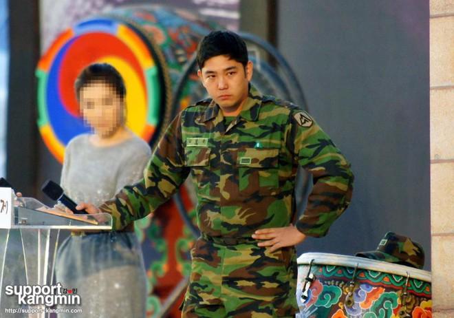Dàn mỹ nam xứ Hàn khi vào quân ngũ: Người đẹp xuất sắc như đóng phim, kẻ xập xệ đến mức khó nhận ra - ảnh 27