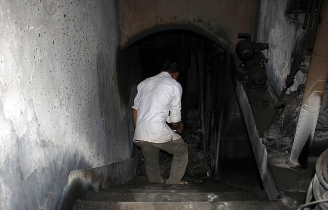 Cận cảnh bên trong căn hầm ẩn nấp của trùm ma túy trốn truy nã ở Lóng Luông - Ảnh 4.