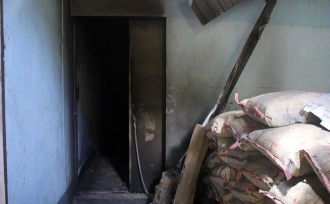 Cận cảnh bên trong căn hầm ẩn nấp của trùm ma túy trốn truy nã ở Lóng Luông - Ảnh 7.