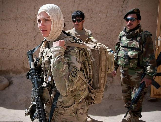[ẢNH] Nỗi sợ hãi của một số nữ binh sĩ Mỹ không phải là kẻ thù mà là chính nam đồng nghiệp - Ảnh 1.