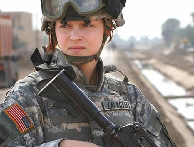 [ẢNH] Nỗi sợ hãi của một số nữ binh sĩ Mỹ không phải là kẻ thù mà là chính nam đồng nghiệp - Ảnh 3.