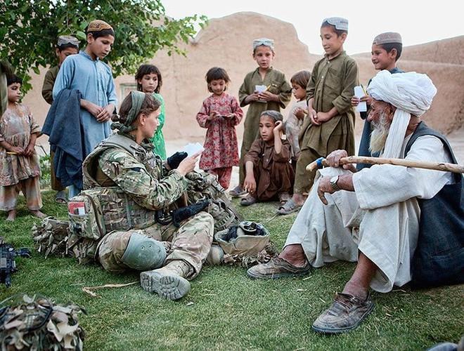 [ẢNH] Nỗi sợ hãi của một số nữ binh sĩ Mỹ không phải là kẻ thù mà là chính nam đồng nghiệp - Ảnh 4.