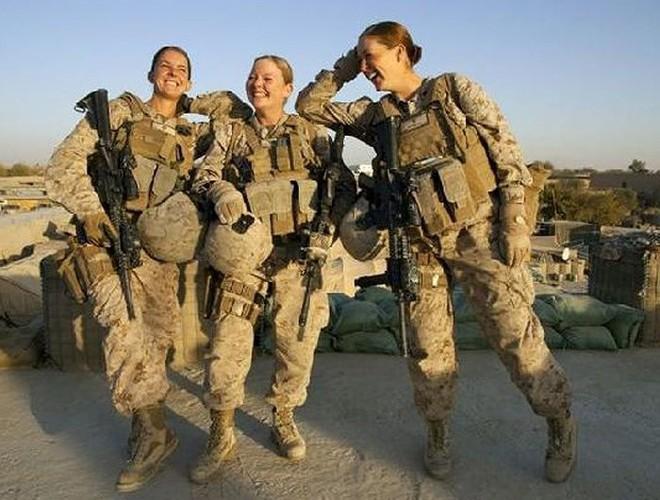 [ẢNH] Nỗi sợ hãi của một số nữ binh sĩ Mỹ không phải là kẻ thù mà là chính nam đồng nghiệp - Ảnh 5.