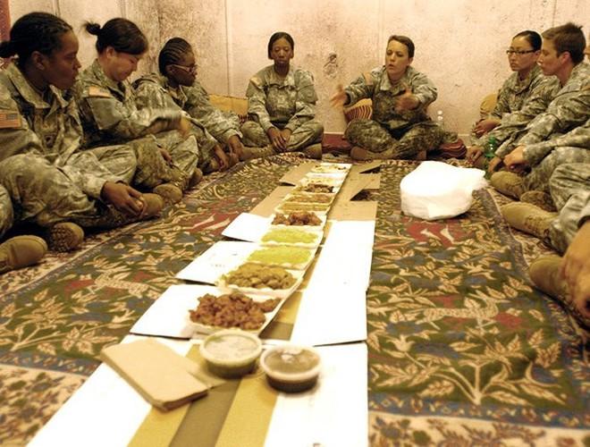 [ẢNH] Nỗi sợ hãi của một số nữ binh sĩ Mỹ không phải là kẻ thù mà là chính nam đồng nghiệp - Ảnh 6.
