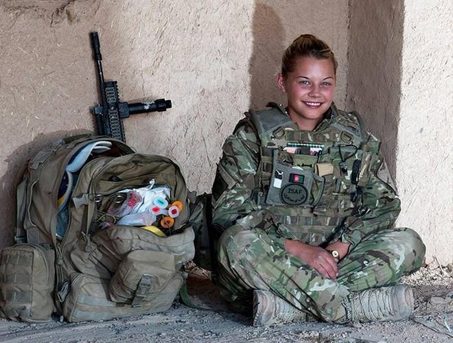 [ẢNH] Nỗi sợ hãi của một số nữ binh sĩ Mỹ không phải là kẻ thù mà là chính nam đồng nghiệp - Ảnh 8.