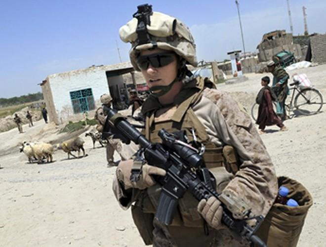 [ẢNH] Nỗi sợ hãi của một số nữ binh sĩ Mỹ không phải là kẻ thù mà là chính nam đồng nghiệp - Ảnh 12.