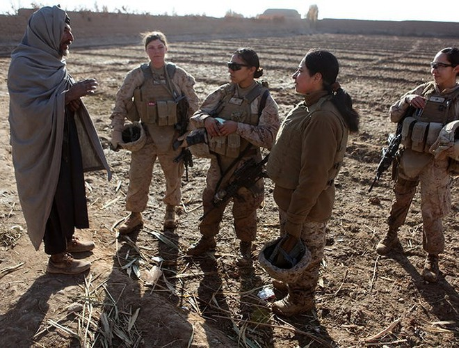 [ẢNH] Nỗi sợ hãi của một số nữ binh sĩ Mỹ không phải là kẻ thù mà là chính nam đồng nghiệp - Ảnh 14.