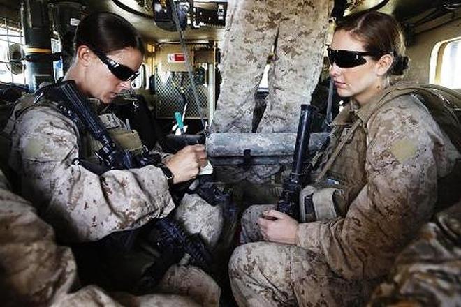 [ẢNH] Nỗi sợ hãi của một số nữ binh sĩ Mỹ không phải là kẻ thù mà là chính nam đồng nghiệp - Ảnh 17.