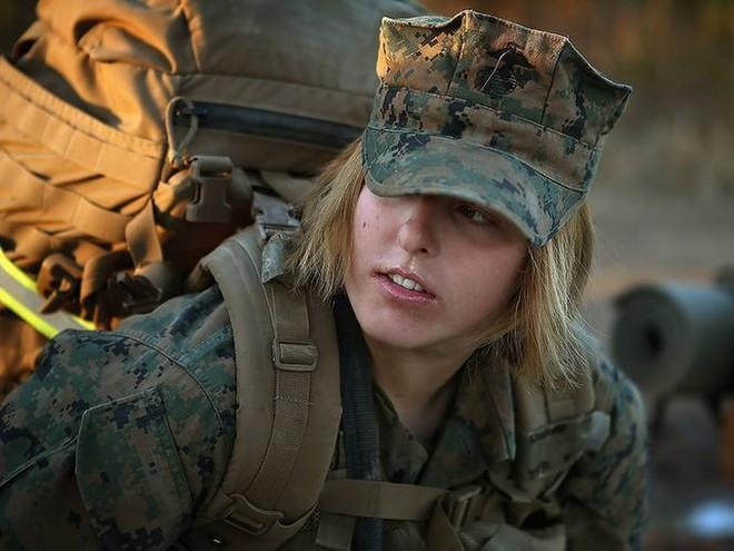 [ẢNH] Nỗi sợ hãi của một số nữ binh sĩ Mỹ không phải là kẻ thù mà là chính nam đồng nghiệp - Ảnh 36.