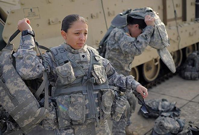 [ẢNH] Nỗi sợ hãi của một số nữ binh sĩ Mỹ không phải là kẻ thù mà là chính nam đồng nghiệp - Ảnh 38.