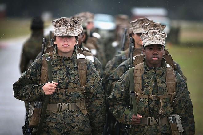 [ẢNH] Nỗi sợ hãi của một số nữ binh sĩ Mỹ không phải là kẻ thù mà là chính nam đồng nghiệp - Ảnh 40.