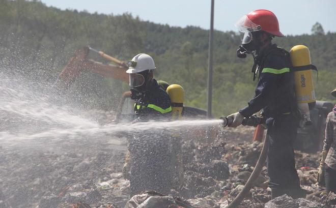 Điều gần 20 phương tiện, hàng chục người dập đám cháy xảy ra 5 ngày qua