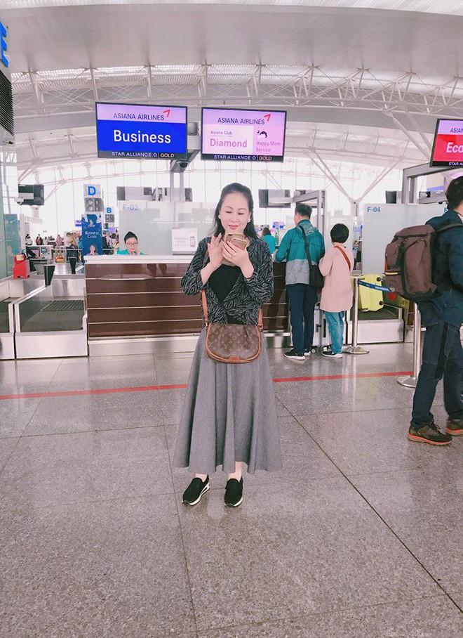 Dung nhan mẹ đẻ giàu có, sành điệu, thích du lịch khắp thế giới của diễn viên lùn nhất VN - Ảnh 8.