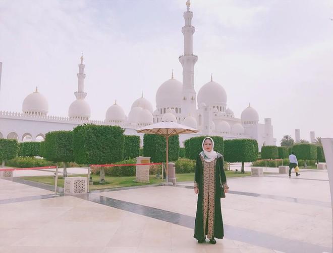 Dung nhan mẹ đẻ giàu có, sành điệu, thích du lịch khắp thế giới của diễn viên lùn nhất VN - Ảnh 12.