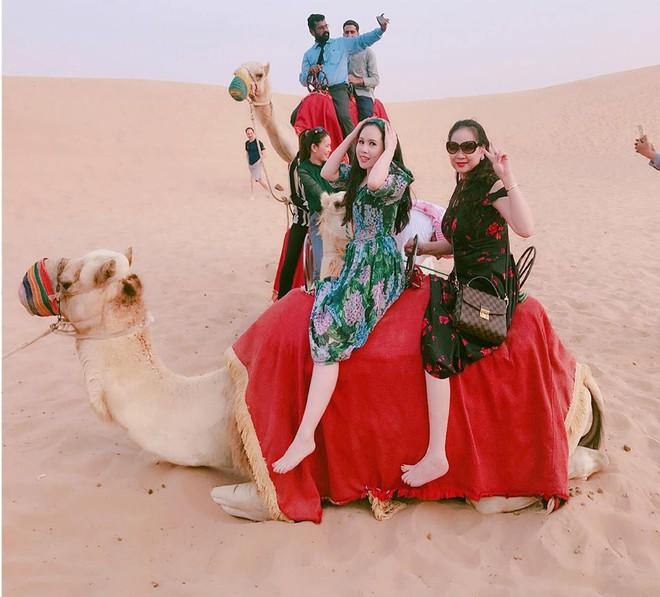Dung nhan mẹ đẻ giàu có, sành điệu, thích du lịch khắp thế giới của diễn viên lùn nhất VN - Ảnh 4.