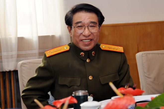 Bị vây bắt, tướng cấp cao TQ rút súng, xua vệ sĩ, thả chó Ngao chống cự quyết liệt - Ảnh 1.