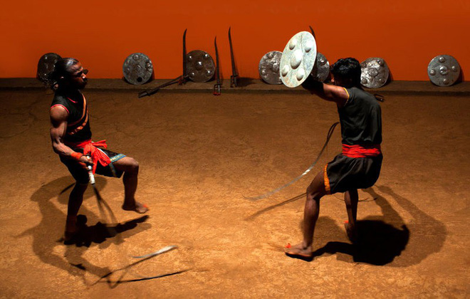 Những vũ khí kỳ dị nhất lịch sử: Cắt cổ hay chặt đứt tay kẻ địch chỉ trong chớp mắt - Ảnh 8.