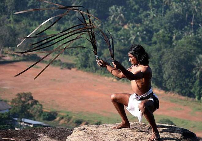 Những vũ khí kỳ dị nhất lịch sử: Cắt cổ hay chặt đứt tay kẻ địch chỉ trong chớp mắt - Ảnh 9.