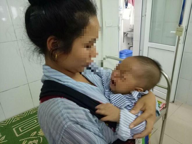 Bé 7 tháng tuổi bị hỏng 1 bên mắt vĩnh viễn vì mẹ nhỏ sữa chữa đỏ mắt - Ảnh 1.